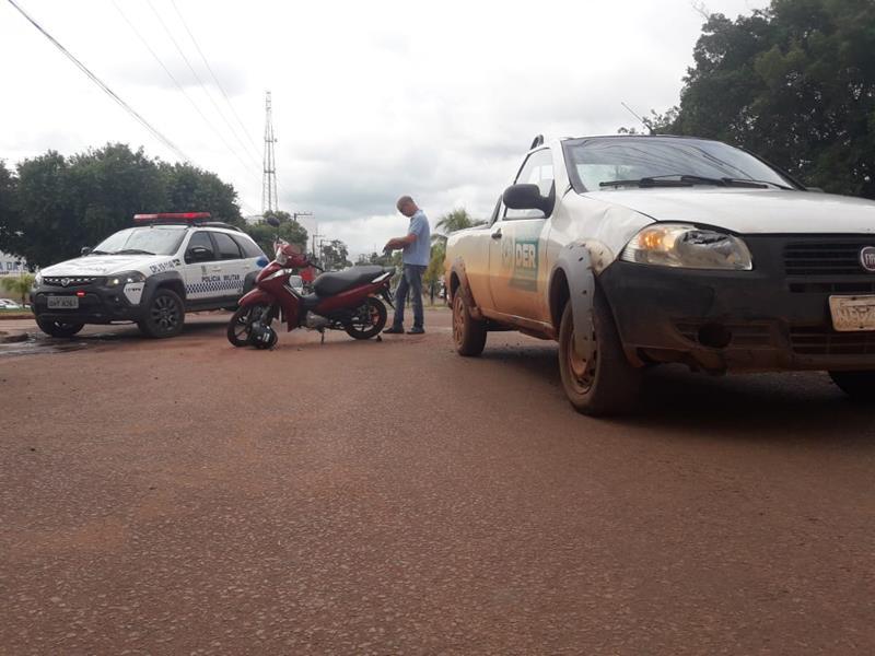 Rolim de Moura | Carro do DER se envolve em acidente com mulher no centro - Planeta Folha
