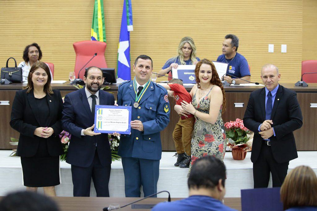 Sargento Adriano do Corpo de Bombeiros de Rolim de Moura é homenageado na Assembleia Legislativa pelos serviços relevantes prestados a comunidade - Planeta Folha