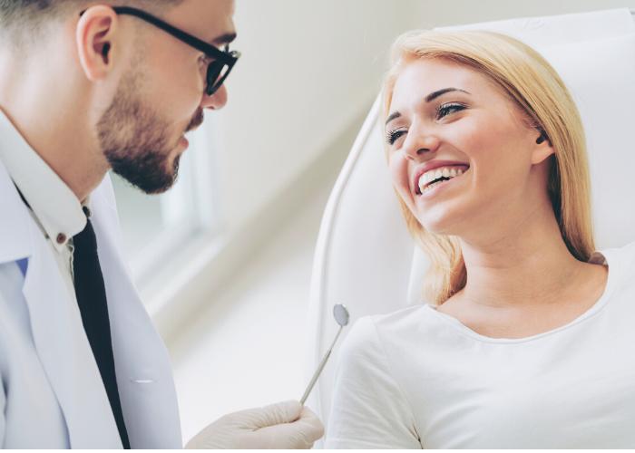 dentista atendendo paciente