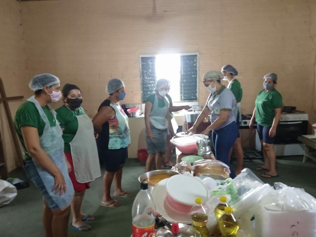 Mulheres aprendem mais de 40 receitas de culinárias a base da mandioca em Rolim de Moura 47