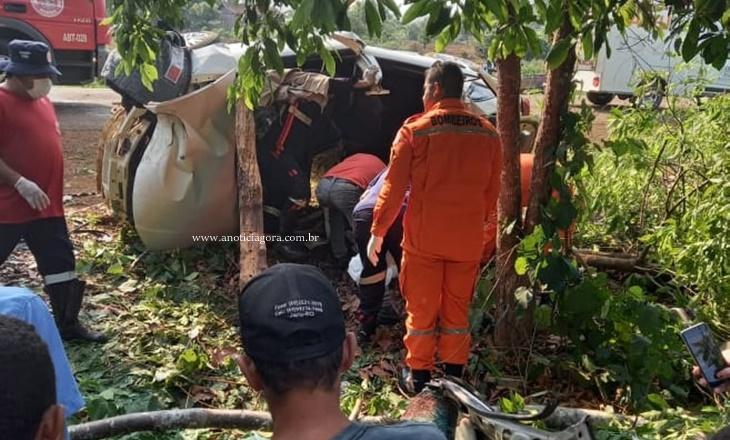 Jovem de 21 anos morre após carro capotar, bater em árvore e amassar ao meio RO 133 em Machadinho D'oeste 30