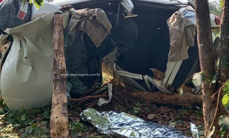 Jovem de 21 anos morre após carro capotar, bater em árvore e amassar ao meio RO 133 em Machadinho D'oeste 36